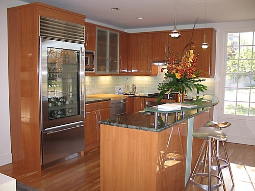Modern Glossy kitchen designed by the Kitchen Views design team.