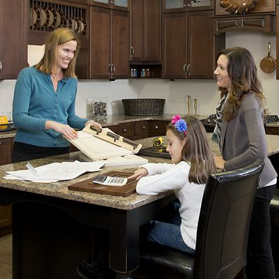 Amy Mood with a client and her daughter in the Mansfield Kitchen Views showroom