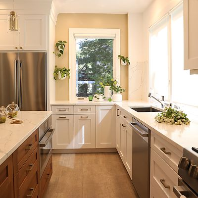 Cambridge, MA Kitchen Designed by Bob Russo – the thoughtfully designed workspace has sink, stove, and island countertop all within comfortable steps of each other, with the refrigerator close by