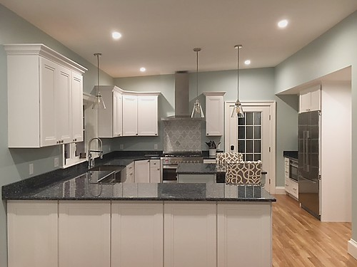 Peninsula in Wrentham, MA kitchen designed by Jamie Thibeault