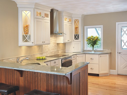 Stove area in North Kingstown, Rhode Island kitchen designed by Lisa Zompa